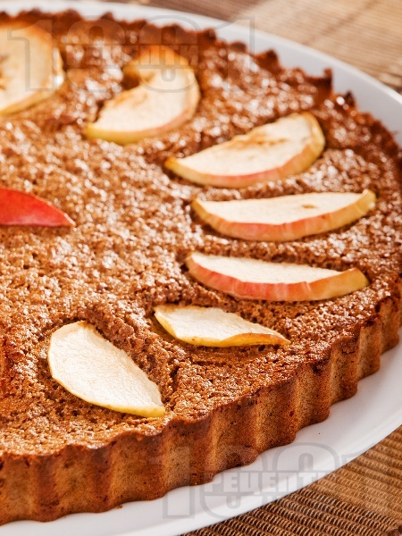 Меден кекс с ябълки, грис и какао - снимка на рецептата